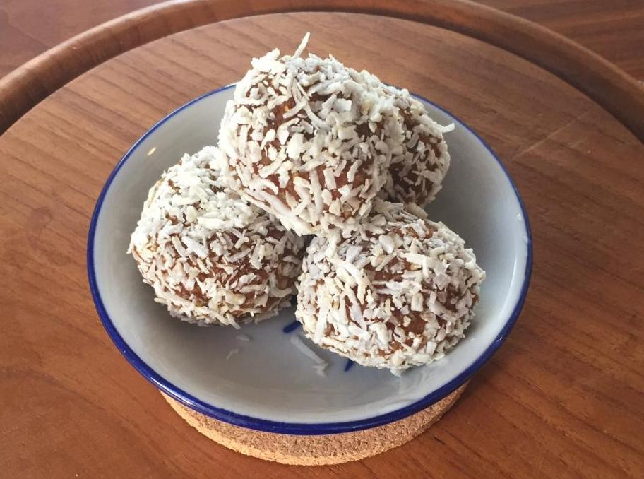 Carrot Cake Energy Balls – Vegan and Gluten-free